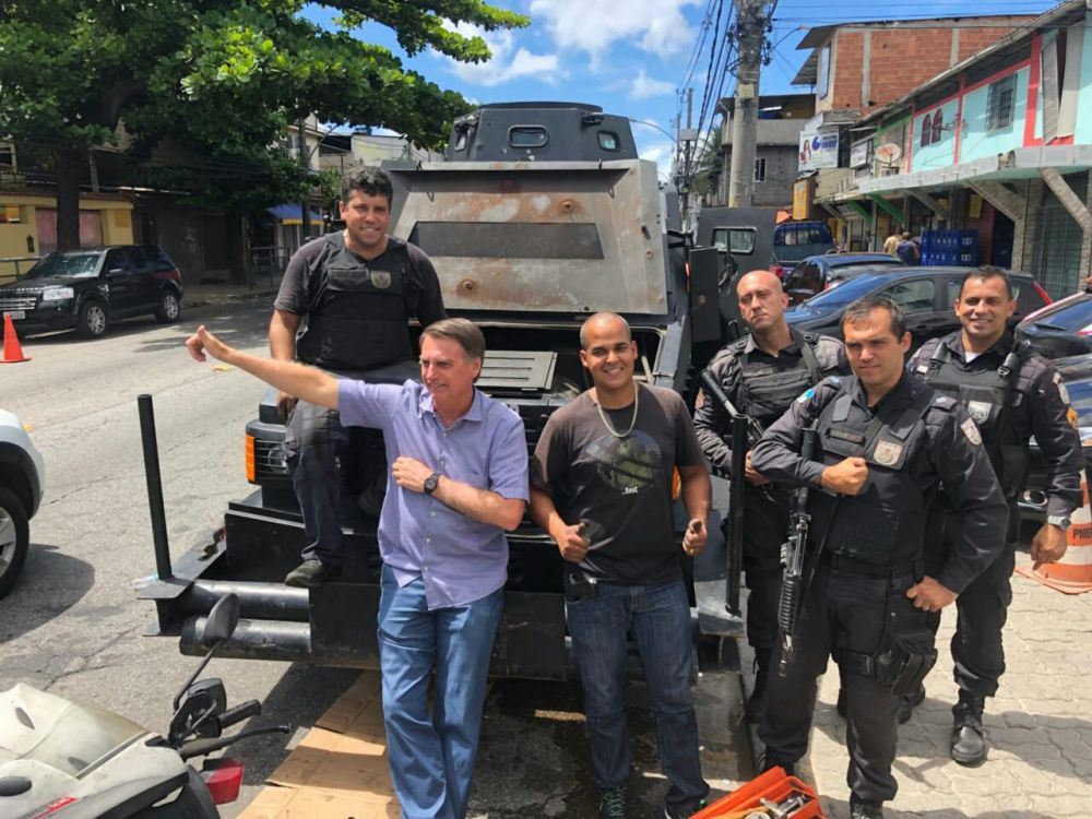 Bolsonaro e Bope na Cidade de Deus